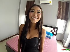 Foxy Asian babe arches down and absorbs my lollipop