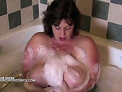 Plush busty BBW Nikki Cars in the bath